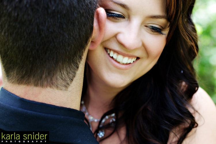 Outdoor_Bridal_Makeup_YEG_Edmonton_Weddings_Eclectica_Beauty_Astrid-Woodard-min