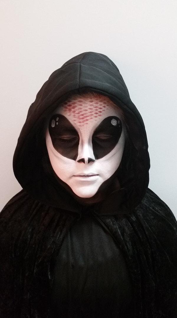 Alien_FX_Halloween_Makeup_Artists_YEG_Edmonton_Eclectica_Beauty_Studio_Astrid_Woodard-min